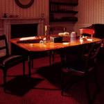 Stół, przy którym siostry Brontë pisały swoje powieści, wrócił do ich rodzinnego domu po 154 latach