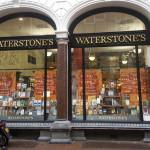 Największa brytyjska sieć księgarń twierdzi, że Kindle umiera, a papierowe książki wracają do łask