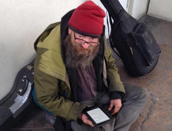 bezdomny-czyta