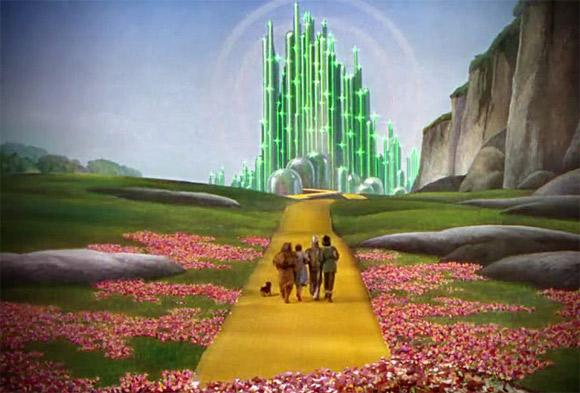 """Droga Wybrukowana Żółtą Kostką prowadząca do Szmaragdowego Ogrodu. Kadr z filmu """"Czarnoksiężnik z Oz"""" (1939)."""