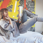 Polacy najchętniej czytają książki w łóżku