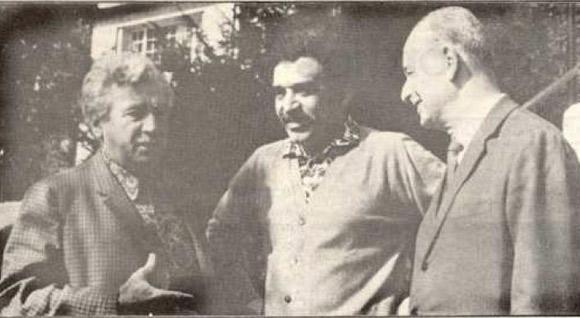 Jorge Amado w towarzystwie Gabriela Garcíi Márqueza i dziennikarza Adoniasa Filho.