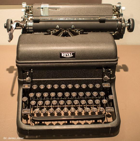 Ray Bradbury - Royal KMM (nr seryjny 3756210), jedna z wielu maszyn autora.