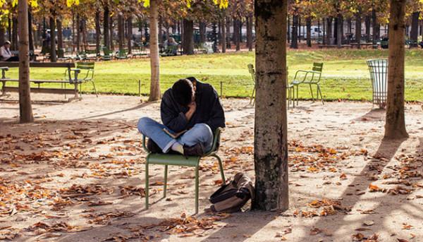 sondaz-francuzi-czytaja