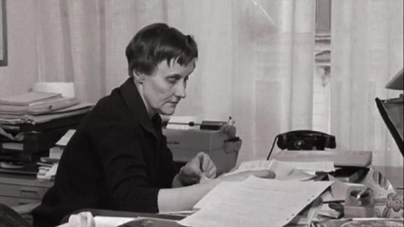 Astrid podczas pracy nad książką.
