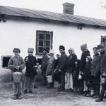 """Polscy repatrianci z ZSRR opisani przez znanych pisarzy. Wystawa """"Słowo historii. Fotoeseje"""" w Białymstoku"""