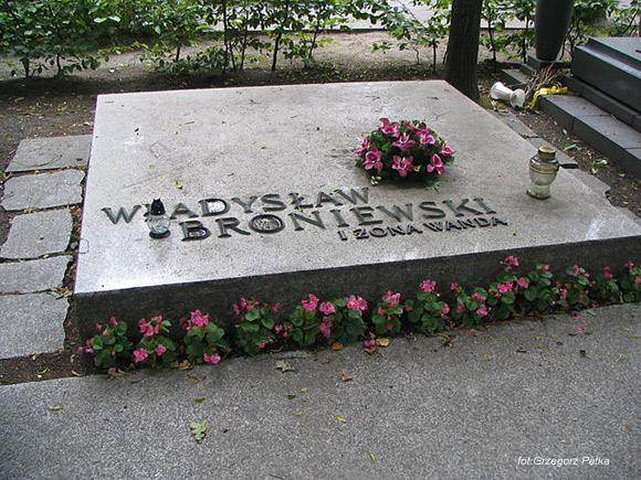 Władysław Broniewski (Cmentarz Wojskowy na Powązkach, Warszawa)