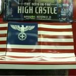 """Reklamy w metrze serialu na podstawie """"Człowieka z Wysokiego Zamku"""" wywołały oburzenie przez nawiązania do symboliki nazistowskiej"""