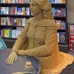 Wyrzeźbił w piasku Emily Brontë