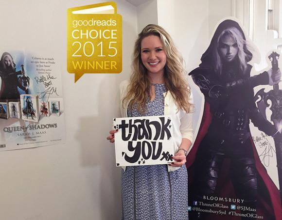 """Sarah J. Maas dziękuje za nagrodę w kategorii """"fantasy & science fiction dla młodzieży""""."""