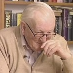 Partnerka pisarza Toma Sharpe'a pochowała nielegalnie jego prochy?