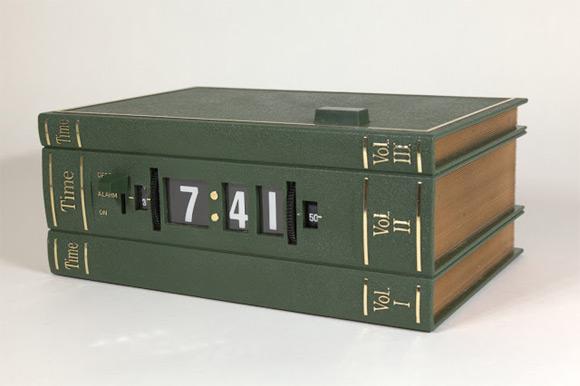 Książkowy budzik firmy Lava Simplex z 1976 roku.