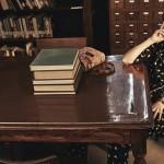 """Hollywoodzka aktorka Dakota Johnson w bibliotecznej sesji dla magazynu """"The Edit"""""""