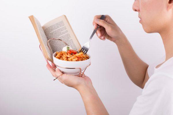 czytanie-podczas-jedzenia-1
