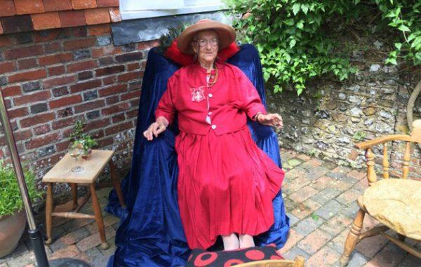 100-latka-pamietajca-bloomsbury