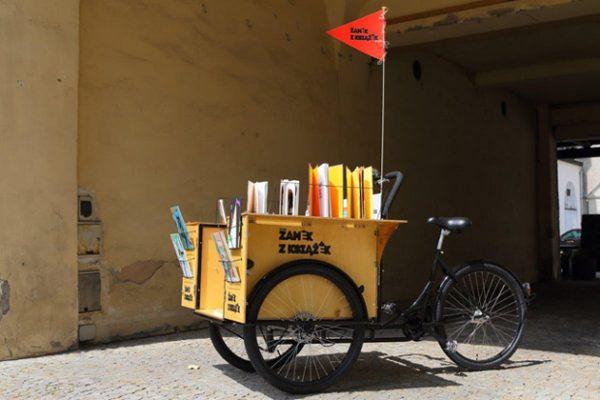 rower-z-ksiazkami-poznan-1