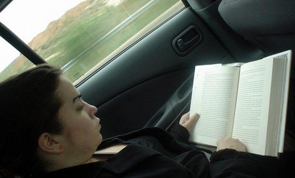 czytanie-podczas-jazdy