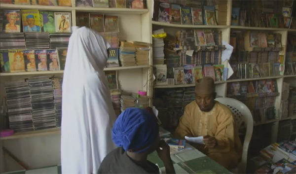 nigeryjki-czytaja-romanse-1