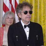 Bob Dylan skontaktował się z Akademią Szwedzką i zaakceptował nagrodę