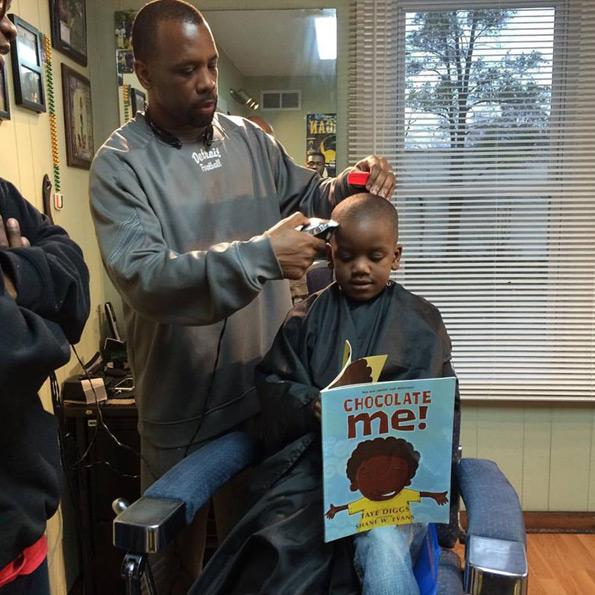 fryzjer-promuje-czytelnictwo-2