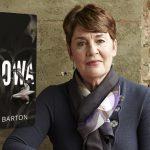 """Kochający mąż czy bezduszny zabójca? Fragment thrillera psychologicznego """"Wdowa"""" Fiony Barton"""