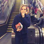 Emma Watson pozostawiła egzemplarze ulubionej książki w metrze