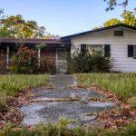 Ostatni dom Jacka Kerouaca chyli się ku ruinie. Wciąż nie wiadomo, jaki los czeka go po śmierci spadkobiercy pisarza