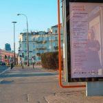 """27 tysięcy wierszy na ulicach Warszawy! Wystartowała akcja """"Wiersze w mieście"""""""