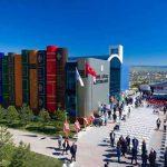 Nowa biblioteka uniwersytecka w Turcji przypomina półkę z książkami