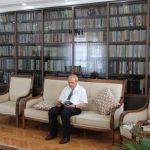 Przez ponad pół wieku zamiast papierosów kupował książki. Dziś ma kolekcję liczącą ponad 10 tysięcy woluminów