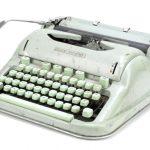 """Maszyna, na której Sylvia Plath napisała """"Szklany klosz"""", zostanie wystawiona na sprzedaż"""