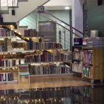 W Dubaju działa księgarnia samoobsługowa oparta na zaufaniu publicznym. Pieniądze za książki zostawiasz w wyznaczonym miejscu