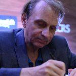 """Michel Houellebecq przewidział bunt """"żółtych kamizelek""""? Znamy fabułę nowej powieści pisarza pt. """"Serotonina"""""""