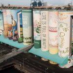 W Korei Południowej powstał największy na świecie mural: półka z książkami symbolizująca dorastanie chłopca