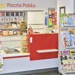 Poczta Polska sprzedaje coraz więcej książek. Po jakie tytuły najchętniej sięgają klienci?
