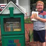 Wieś nie posiadała biblioteki. 5-latek z pomocą rodziców założył własną w małej budce