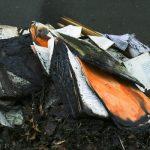"""Ksiądz, który spalił książki, przeprasza za """"niefortunną"""" akcję. Jest zawiadomienie do prokuratury ws. nielegalnego spalenia odpadów"""