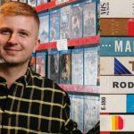 """""""Taśmy rodzinne"""" Macieja Marcisza ? kasety VHS, lata 90. i rodzinne tajemnice"""