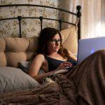Kathryn Hahn jako Pani Fletcher. Miniserial na podstawie powieści Toma Perrotty pod koniec października w HBO i HBO GO