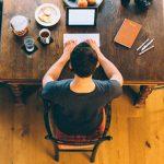 Ponad 60% pisarzy słyszy głosy swoich bohaterów podczas pisania. Tak wynika z badania przeprowadzonego w Wielkiej Brytanii