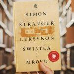 """Norweski przepis na sukces? Powieść w formie leksykonu! """"Leksykon światła i mroku"""" Simona Strangera w księgarniach od 17 czerwca"""