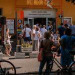 """Widowisko """"Bloki mówią"""" na otwarcie Big Book Festival 2020. Odsłaniamy pierwsze produkcje specjalne z udziałem aktorów i muzyków"""