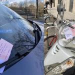 """Bibliotekarze w Genewie zostawiają za wycieraczkami samochodów """"literackie mandaty"""""""