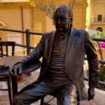 Czy pomnik Andrei Camilleriego będzie zdemontowany? Odkryto, że według obowiązujących od 1927 roku przepisów postawiono go nielegalnie