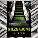 """Troje obcych sobie ludzi musi połączyć siły, żeby przeżyć. Przeczytaj fragment thrillera """"Nieznajomi"""" C.L. Taylor"""